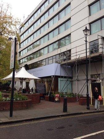 DoubleTree by Hilton - London Hyde Park: side of hotel facing main street
