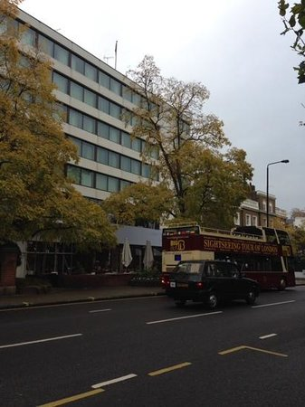 DoubleTree by Hilton - London Hyde Park: view of hotel from across the street