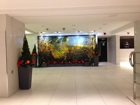 DoubleTree by Hilton - London Hyde Park: lobby