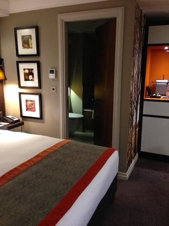 DoubleTree by Hilton - London Hyde Park: king deluxe room