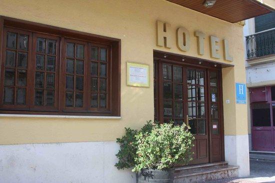 Joma: Entrada al Hotel