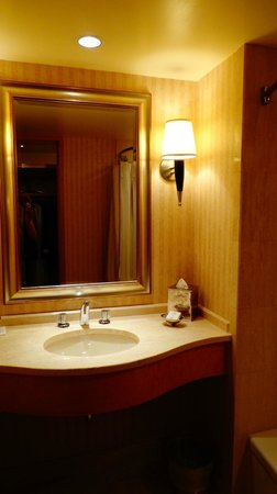 Pan Pacific Vancouver: Bathroom