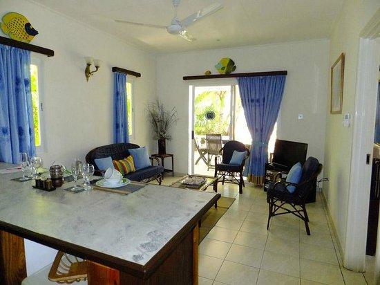 Cap Jean Marie Beach Villas: Petit paradis living room