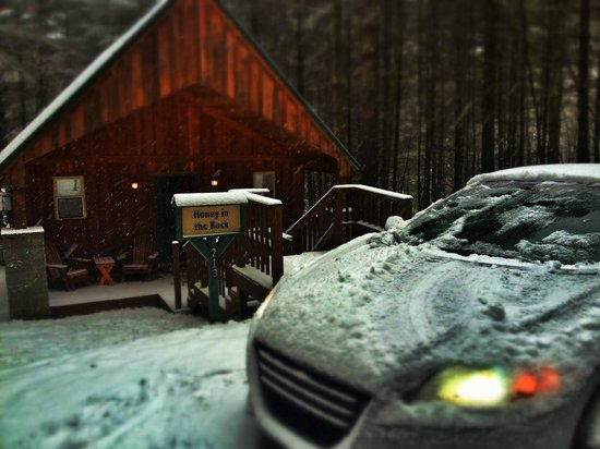 Cabins at Pine Haven : Honey In The Rock: Perfect for a winter stay!