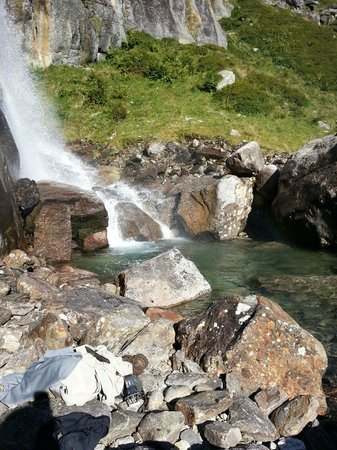 Hotel Monterosa: Ett av många vattenfall