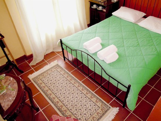 Atheaton Traditional Guesthouse: Classical double room with balcony