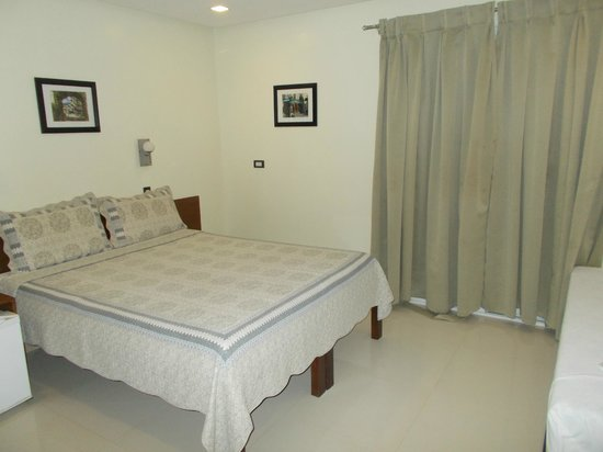 Bluelilly Hotel: my nice room (youll like the aircon, ps they give a blanket)