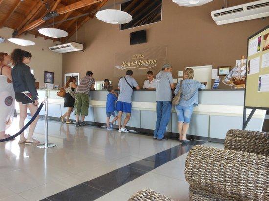 Howard Johnson Hotel & Marinas San Pedro Resort: Recepción