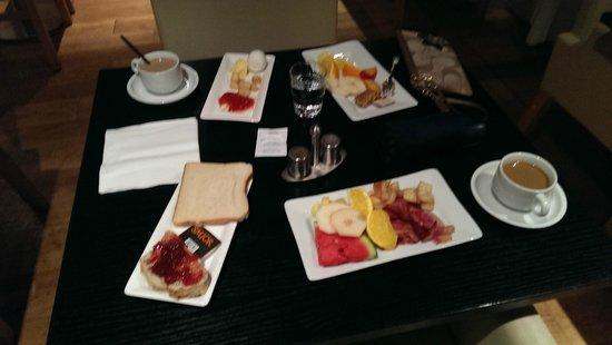 CenterHotel Thingholt: Breakfast