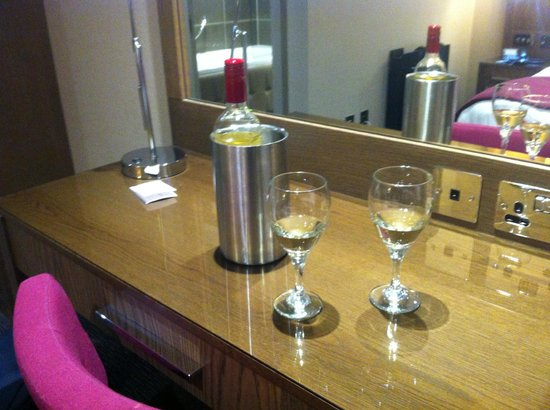 Radstone Hotel: Wine on arrival