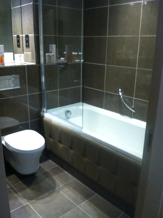 Radstone Hotel: Bathroom