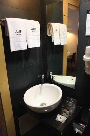 Hotel Alif Avenidas: Baño