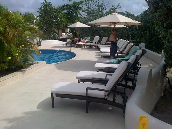 Spice Island Beach Resort : Pool area