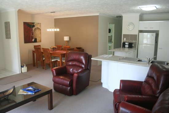 Oceanside Cove Apartments: Living area