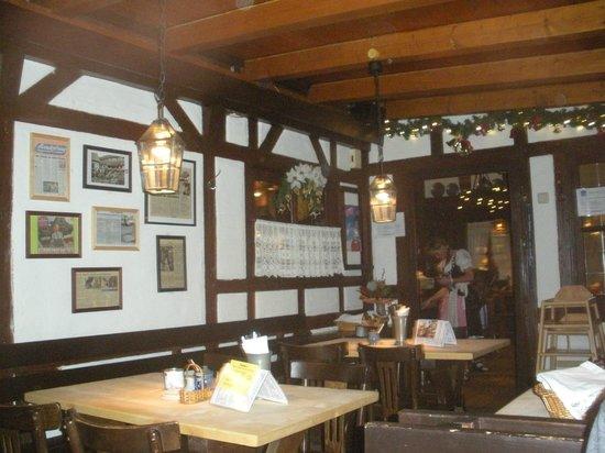 Historiche Bratwurst Glocklein: Interior dining room