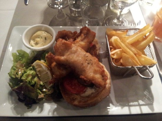 Brasserie La Cantine de Deauville: Le burger fish and chips excellent!