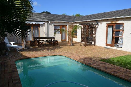 Edgemead, Sudáfrica: Nat-Art Entertainment area