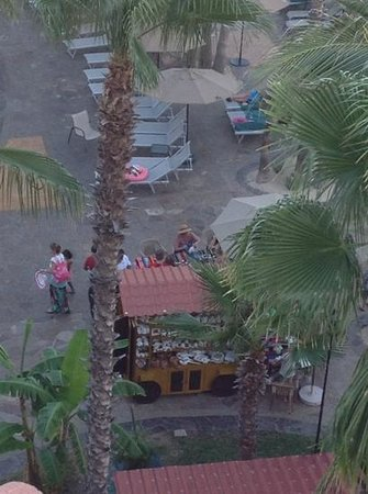 Villa del Palmar Beach Resort & Spa Los Cabos: Arts and crafts poolside at Villa Del Palmar