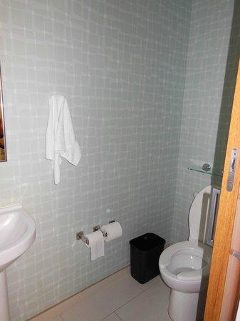 SpringHill Suites Orlando at SeaWorld: toilet area