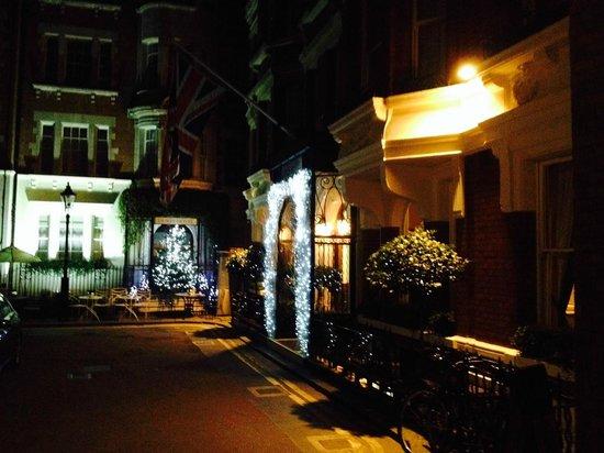 Dukes Bar : Dukes Hotel, bar and 36 restaurant