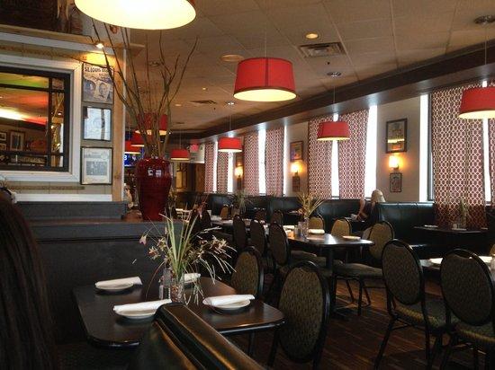 Meglio's Italian Grill & Bar : Dining Room