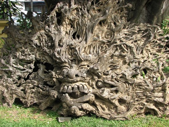 Puri Dalem Hotel: Root carving