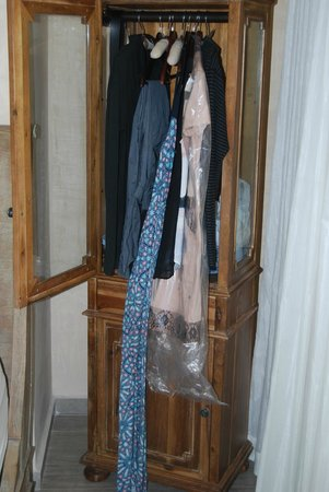 Olive Boutique Hotel : This is all you get to put your clothes