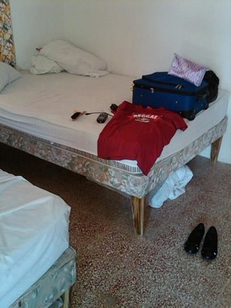 The Gardenia Resort : the stained bed