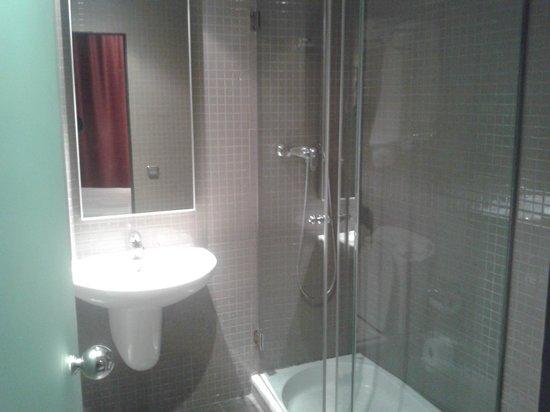 Allada Apartments: Il bagno (ok)