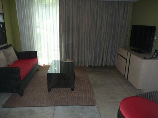 U Inchantree Kanchanaburi : Living area (suite)