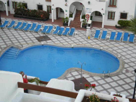 The Suites at Beverly Hills: view from balcony to pool