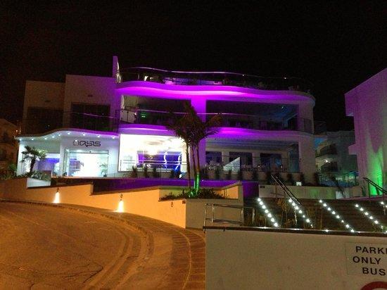 Tasia Maris Oasis: Front View