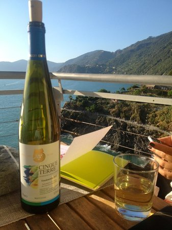 Arpaiu: Perfect afternoon spent drinking wine on the terrace.