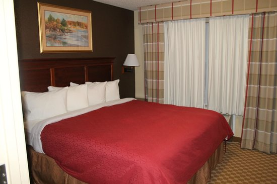 Country Inn & Suites By Carlson, Elyria: King bedroom within the suite