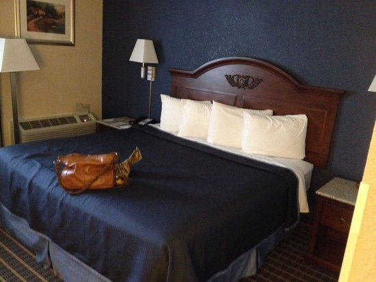 Howard Johnson Inn Bangor: The beds are very comfortable.  I have a back problem and I got a great night sleep.