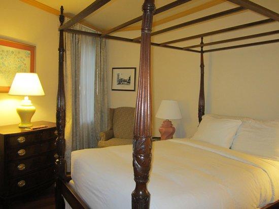 Admiral Fell Inn : bed