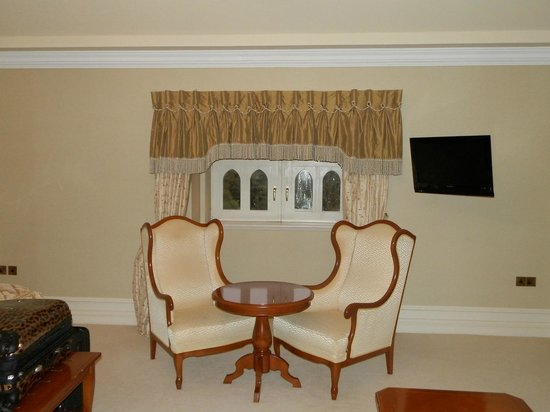 Kilronan Castle Estate & Spa: Nice decor from a distance