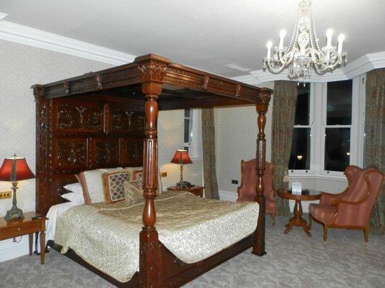Kilronan Castle Estate & Spa: Nice looking room