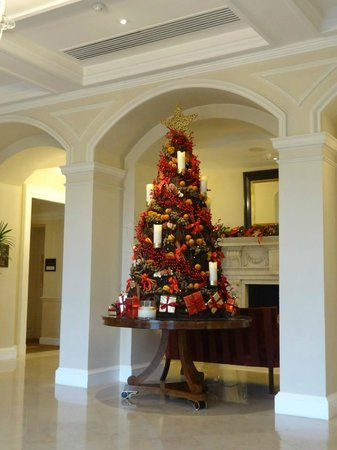 England Christmas Decorations.Christmas Decorations In The Lobby Picture Of Four Seasons