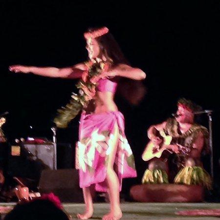 FIA FIA Polynesian Show : Hula Dancer and Chief Sielu