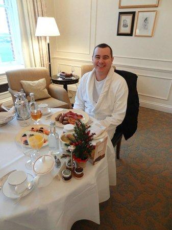 Four Seasons Hotel Hampshire, England: Room Service