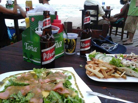 The Lazy Mon Sports & Music Bar: salmon salad, tacos