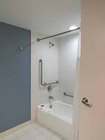 Tropicana Atlantic City: Bathroom View #2