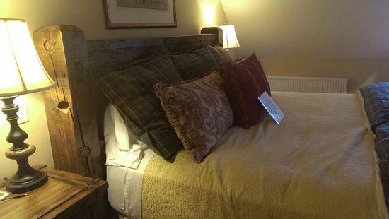 The Hermitage Inn: King size bed