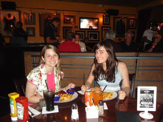 Hard Rock Cafe Punta Cana : Dentro do restaurante
