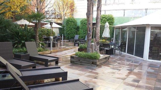Catalonia Portal de l'Angel: La carpa es donde se sirven los almuerzos y esta es su terraza interior: Magnífica!!