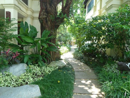 Khum Phaya Resort & Spa, Centara Boutique Collection: Nice gardens