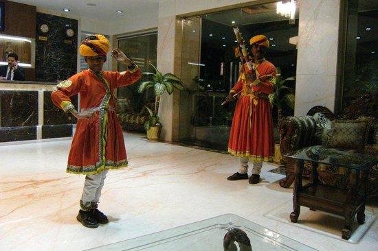Hotel Taj Resorts: indian dancers at the hall