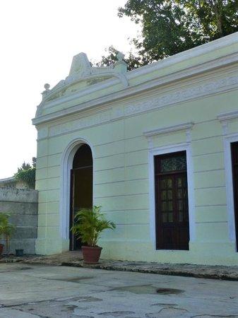 Hotel Tunich Beh: hotel exterior
