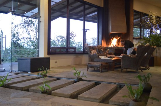 Galapagos Safari Camp : The beautiful fireplace in the main lodge